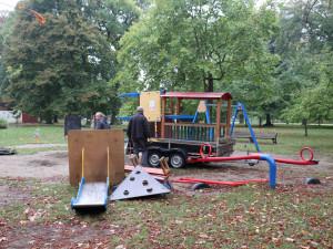 Dětská hřiště v Michalově dostanou ještě letos nové modřínové prolézačky