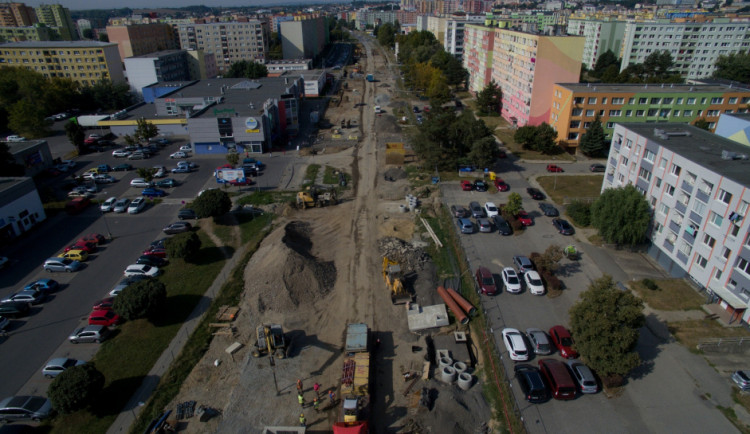 Stavba tramvajové trati na Nové Sady uzavře další ulice. U supermarketu vznikne provizorní parkoviště