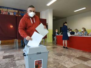 Obyvatelé Tovačova rozhodují v referendu o pokračování těžby. Hlasovaly již stovky lidí