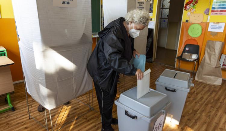VOLBY 2021: Nejvíc lidí přišlo letos k volbám v Janoušově na Šumpersku