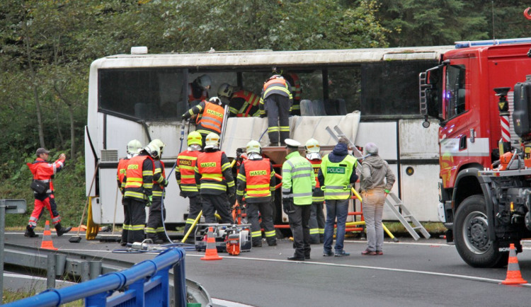 Záchranáři na Červenohorském sedle vyprošťovali školáky z autobusu. Naštěstí jen v rámci cvičení