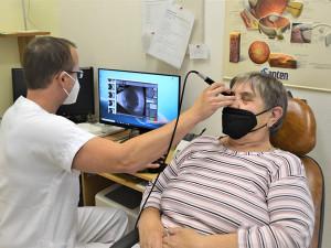 Nové přístroje pomohou očním lékařům prostějovské nemocnice