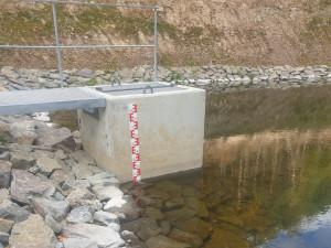 Vodoměrnou lať z nově vybudované nádrže u Stražiska zloději ukradli už za den
