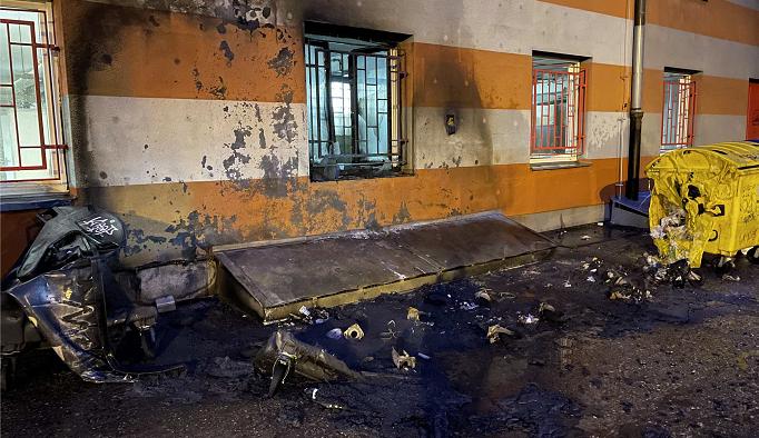 Požár kontejnerů poškodil o víkendu Hotelový dům v Olomouci. Škody jdou do desítek tisíc