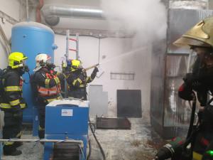 Hasiči likvidovali požár v průmyslovém areálu na Lazcích. Hořela odsávací technologie