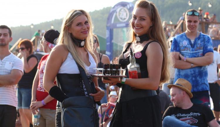 FOTOGALERIE: Festival HRADY CZ na Bouzově nabídl krásné počasí a skvělý line-up