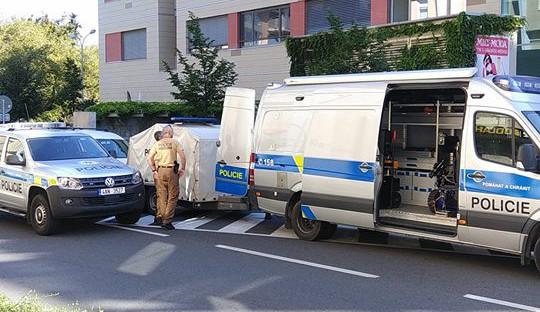 FOTOGALERIE: Policie uzavřela budovu Namiro v centru Olomouce kvůli podezřelému kufříku