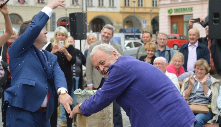 FOTOGALERIE: Pítko na Horním náměstí je už v provozu. Osvěžte se v centru Olomouce