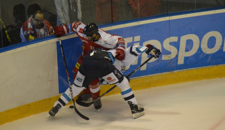 FOTOGALERIE: Olomoučtí hokejisté rozstříleli Piráty z Chomutova 5:2