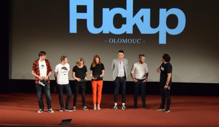 Na historicky prvním FuckUp Night v Olomouci bavili svými průsery Přemek Forejt i Kefírer