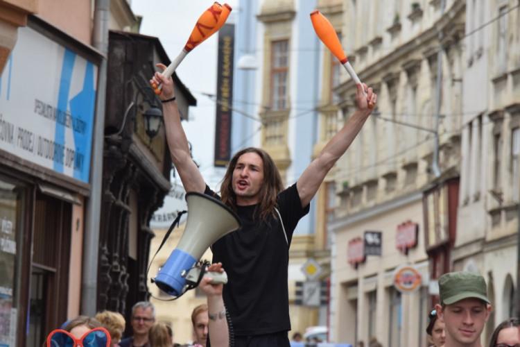 David Koller byl na Horním náměstí korunován králem letošního majálesu