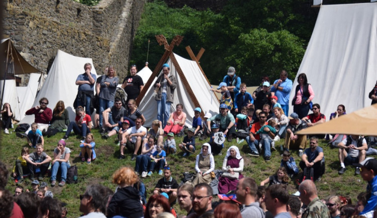 FOTOGALERIE: Středověká společnost ovládla Helfštýn. Podívejte se na fotky z prvního dne festivalu