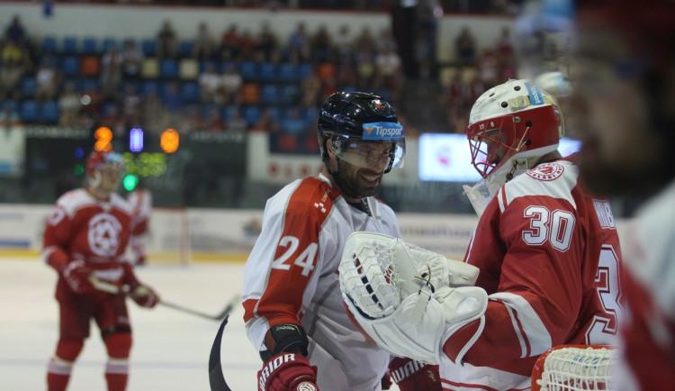 Kohouti zvládli první domácí přípravný zápas, Třinec porazili v nájezdech 3:2
