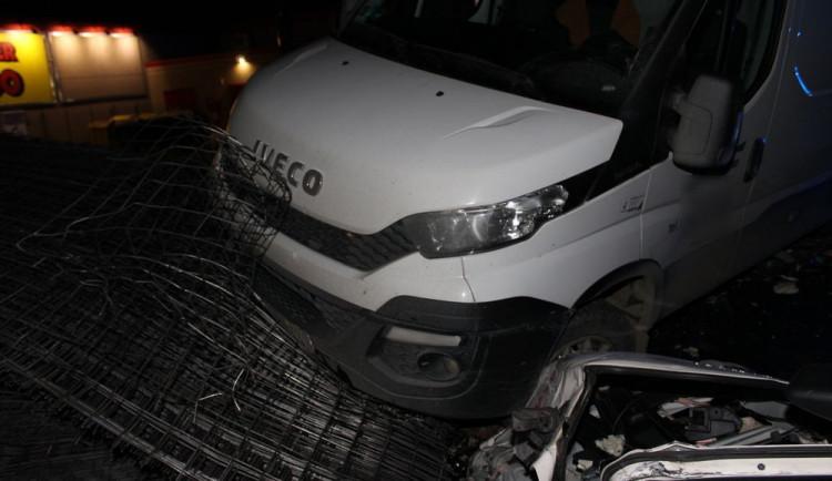 Na dálnici mezi Olomoucí a Vyškovem hořely dva kamiony a dodávka, jeden člověk se zranil