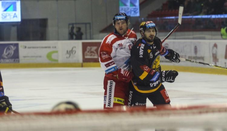 FOTOGALERIE: Hokejisté Olomouce porazili s přehledem Litvínov 3:1, zápas se protáhl kvůli opravě plexiskla