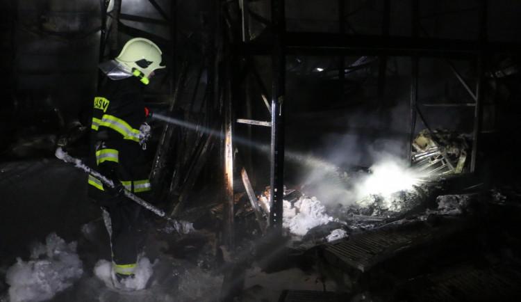 FOTOGALERIE: Škody způsobené požárem skladů v Olomouci jdou do desítek milionů