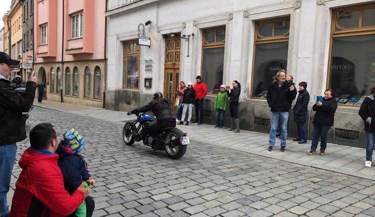 Motorkáři dnes zahájili sezonu na Horním náměstí