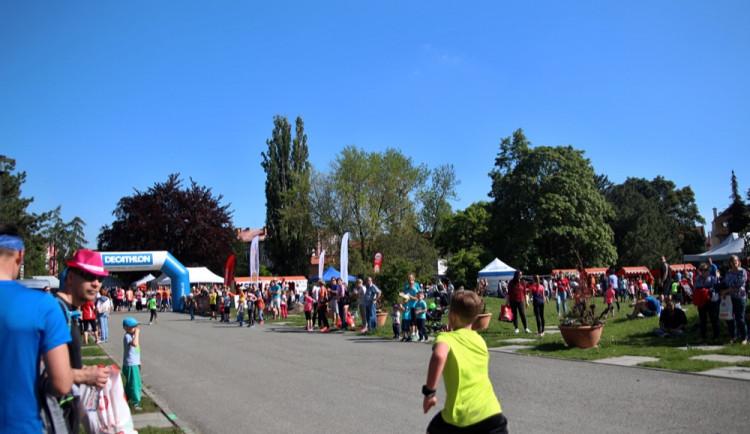 FOTOGALERIE: V parku se konal pátý ročník charitativní akce Jeden běh nestačí. Podívejte se na fotky!
