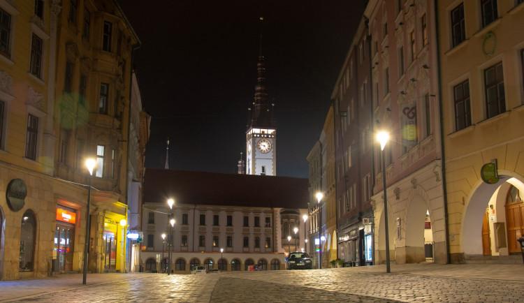 FOTOGALERIE: Když lidé nesmí ven. Olomouc po deváté hodině večer